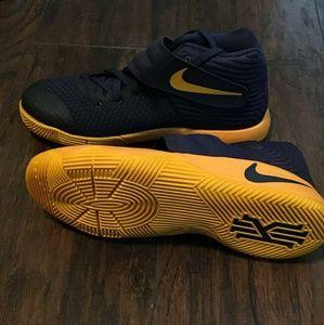 Nike Kyrie Irving 2 CAVS Playoff